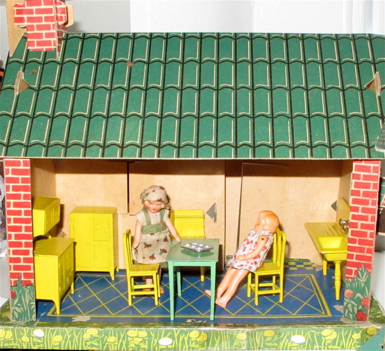 I Used Tootsietoy Kitchen Furniture And A Couple Of 1930s Dolls To Furnish  The Inside Of This House.