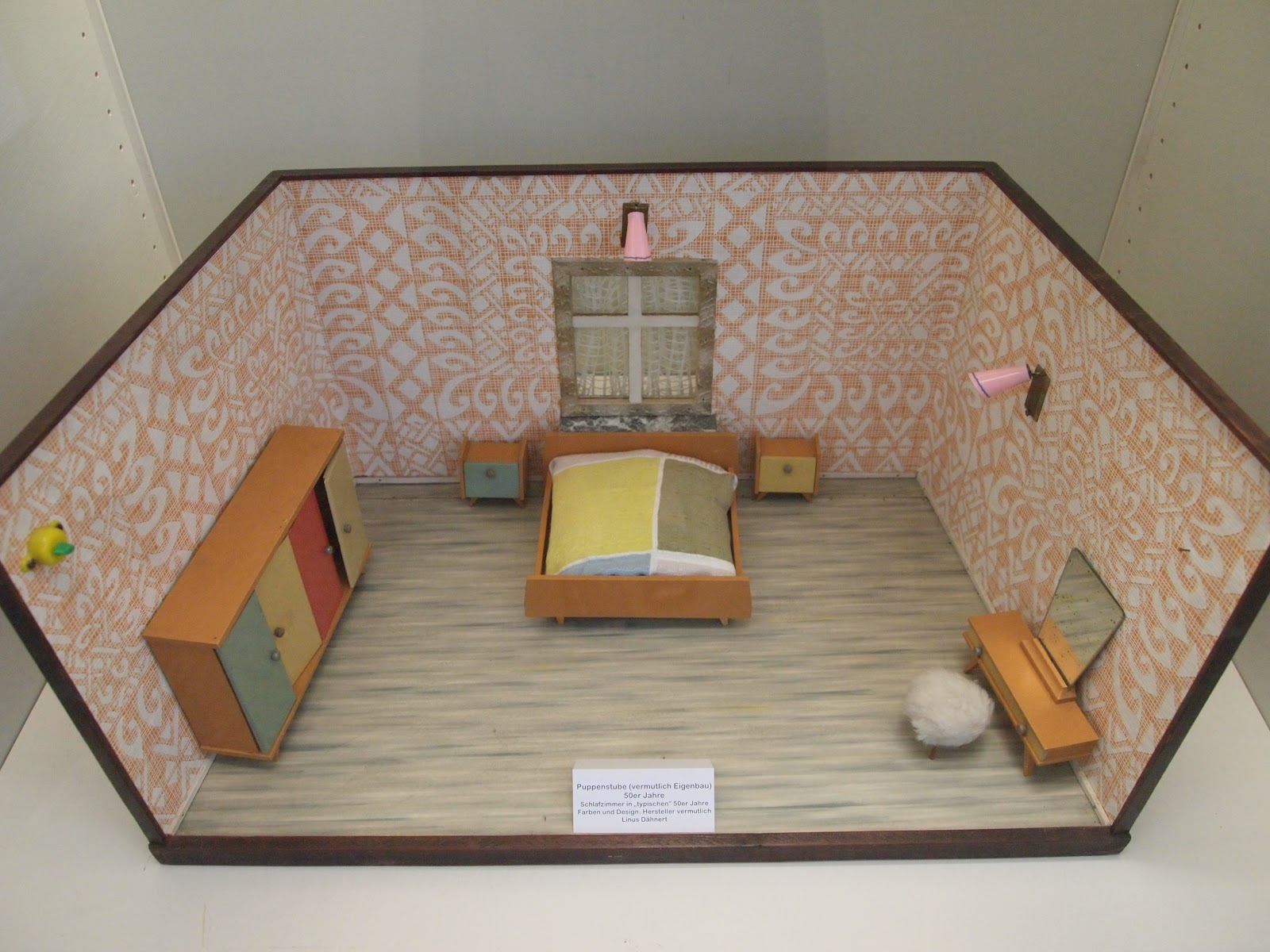 A dolls house exhibition in bergkamen by diepuppenstubensammlerin dolls 39 houses past present - Small bedroom spaces model ...